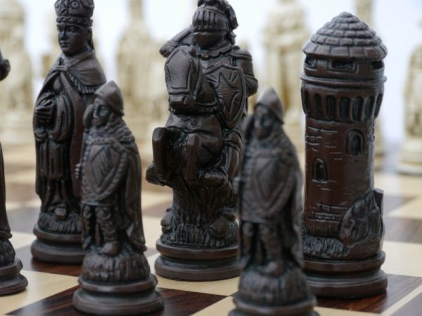 Brown Stain Theme Chess